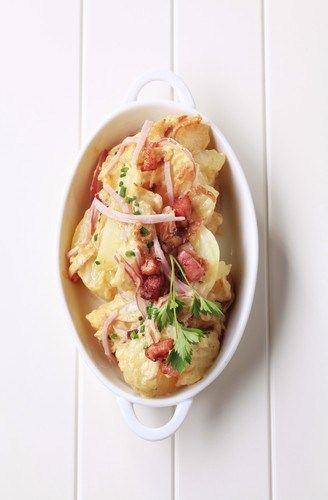 Теплый картофельный салат с беконом и горчичным соусом по-немецки