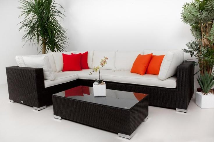 Vi erbjuder Konstrotting och produkten Melbourne Hörnsoffa för 6995 kr. Vi har även andra möbler och heminredning samt utemöbler för snabb leverans!