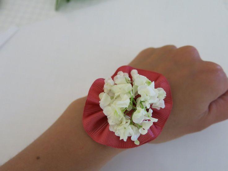 csuklódísz esküvőre DIY - corsage