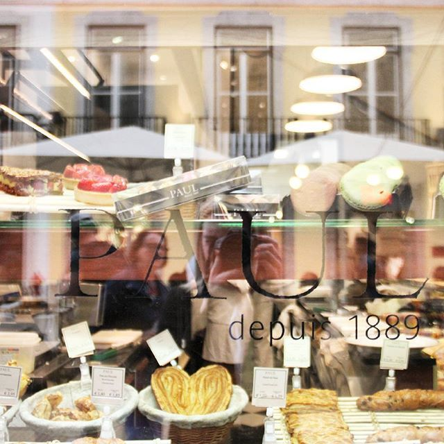 A window full of delicious things to eat. If you're ever in Lisbob, stop by the PAUL bakery, and bless your tastebuds. HAPPY SATURDAY! 💕