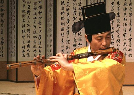 large transverse flute dates to seventh-century Shilla. It was one of three transverse flutes,which together with the komun'go, kayagum and hyangbip'a, made  up Shilla's 'Three Strings and Three Bamboo Flutes'(samhyon samchuk). The taegum was the largest of the three,followed by the chunggum ('middle' flute) and the sogum ('small' flute). The chunggum is no longer used but the taegum and sogum  are played in court and folk music.