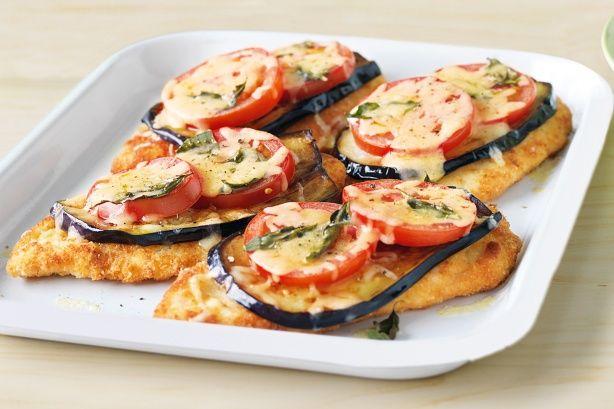 Ένα κλασικό αγαπημένο πιάτο που η'πινελιά' μελιτζάνας, ντομάτας και τυριού λιωμένου το κάνει ακαταμάχητο. Μια συνταγή (από εδώ) για να απολαύσετε ένα λαχ