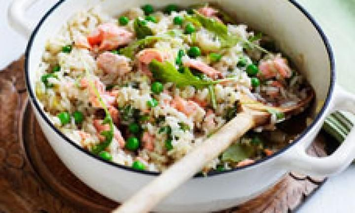 Oven-baked salmon and pea risotto