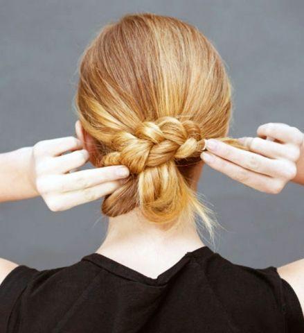 5 Dakikalık saç modelleri http://www.sacsakalmodelleri.com/5-dakika-icinde-yapabileceginiz-kadin-sac-modelleri.html