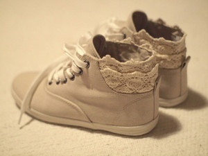 lace sneakers hope they come in her size, or maybe I can make some: Lace Tops, Jeans Outfits, High Tops, White Lace, Lace Shoes, Sneakers Sneakers, Vintage Shoes, Lace Shorts, Lace Sneakers