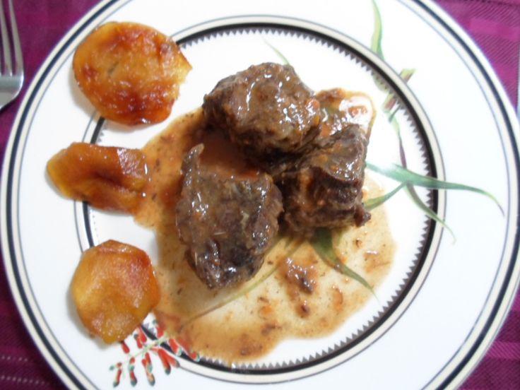Carrilleras de ternera con salsa de oporto y manzanas - Carrilladas de ternera ...