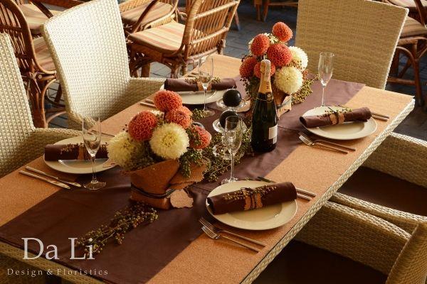 flowers arrangement in restourant