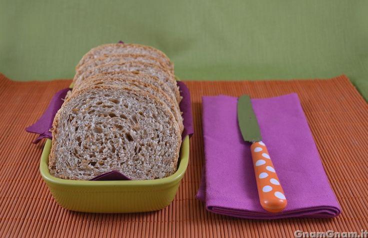 Pan bauletto integrale con semi di lino