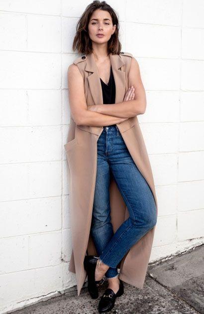 Sara Donaldson com Maxi Colete e Jeans