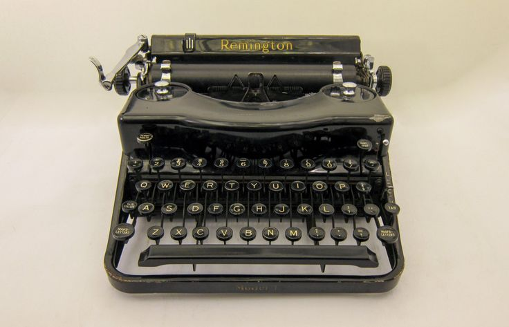 New to TheHammersmith on Etsy: 1939 - Remington Model 1 Portable Typewriter - Black - Working - Yet to be cleaned - Includes Case (299.00 EUR)