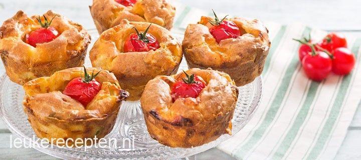 Een lekkere snack voor tussendoor of op een feestje; hartige muffins met pijnboompitten, mozzarella en tomaatjes