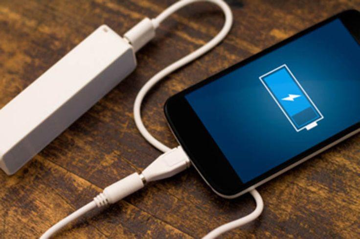 La batterie externe s'avère être une excellente solution de secours pour nos smartphones en cas de baisse d'autonomie. Voici comment bien la choisir !