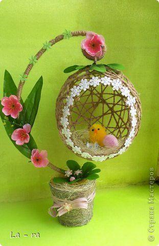 Подготовка к Пасхе в продолжение моих работ: http://stranamasterov.ru/node/752663. Делала заказ, поэтому топиарчики такие похожие. Материал шпагат, искусственные цветы, декоративные элементы. Приятного просмотра))) фото 2