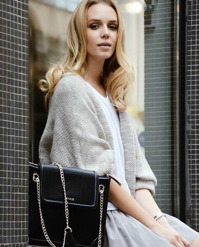 Piękna @malgosiaguzowska w naszym swetrze Lauro oraz spódnicy Grace. Uwielbiamy ten look www.303avenue.pl  @photography_dorotaporebska torebka na zdjęciu @touspolska #303avenue #fashion #brand #instablond #ootd #ootn #beige #sweater #fall #look #fw15 #streetstyle #grace #skirt #everyday #casual #look