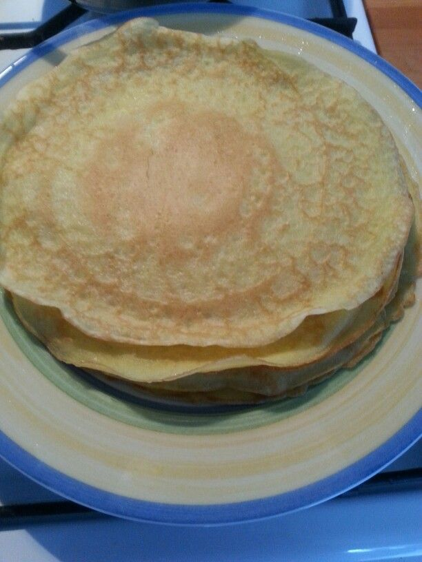 Heerlijke glutenvrije, lactose en sojavrije wraps/ pannekoek. Benodigdheden: 100 gram glutevrije meel 200 ml kokosmelk 2 eieren Snufje zout Olie om in te bakken  Bereiden: Voeg meel en melk toe in een beslagkom. Klop het tot een glad geheel. Voeg daarna de eieren en zout toe en klop het weer totdat het glad is. Voor pannekoeken kun je er ook wat suiker aan toevoegen. Doe olie in de koekepan en bak de wraps op een half hoog vuur bruin aan beide zijde. Koud en warm heerlijk om te eten. Beleg…