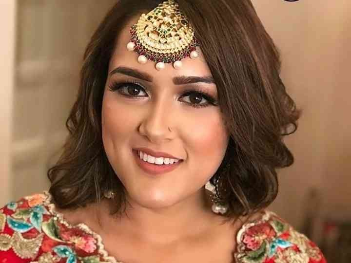 10 Indian Hairstyles For Short Hair That Look Ravishing For Best Professional Makeup Artist Bri In 2020 Short Wedding Hair Indian Hairstyles Indian Wedding Hairstyles