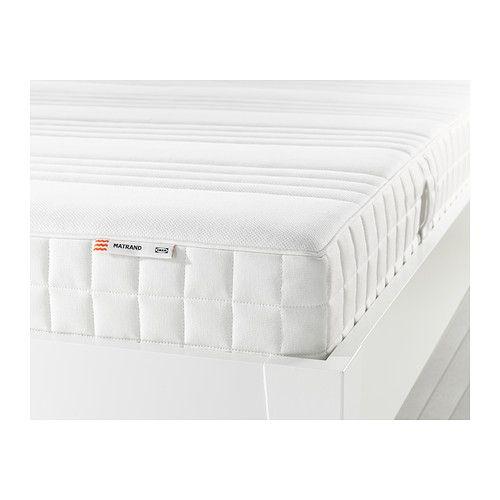 IKEA - MATRAND, Materac lateksowy, 140x200 cm, średnio twardy/biały, , Lateks pomaga w pełni się zrelaksować, ponieważ dostosowuje się do ksztłtu ciała, zmniejszając nacisk i zapewniając precyzyjnie wsparcie.Strefy komfortu zapewniają bardzo precyzyjne wsparcie i redukują nacisk na ramionach i biodrach.Solidna warstwa miękkiego wypełnienia zwiększa oparcie i komfort.Pokrycie można zdejmować i prać w pralce, dzięki czemu produkt łatwo utrzymać w czystości.Materac zapakowany jest w rulon, ...