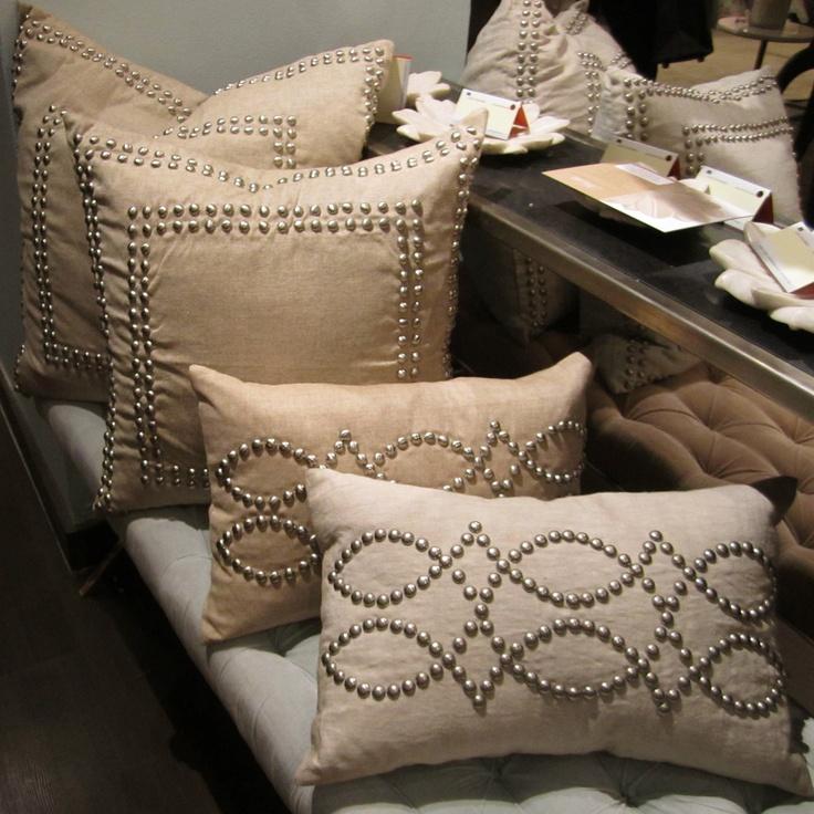 железный занавес дизайнерские декоративные подушки фото знаменитым брендом кроется