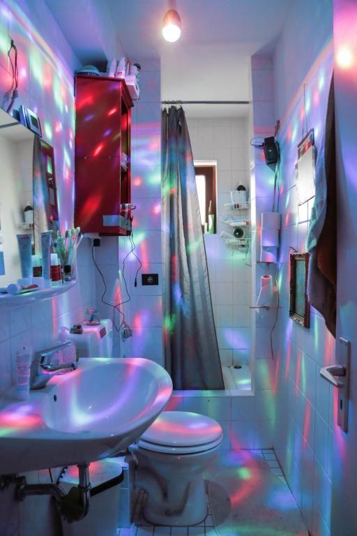 Badezimmer Mit Disko Beleuchtung. #Hamburg #Badezimmer #Bad #Disko