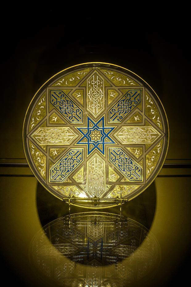 Large Plate No. 3897 from the Spanish-Moorish Series. Designed by Johann Machytka & Franz Schmoranz, 1878. Lead-free, mould-blown crystal glass with gilding, brown lustre and blue, white and red enamel painting. Lobmeyr Family Museum / Photo © Islamic Arts
