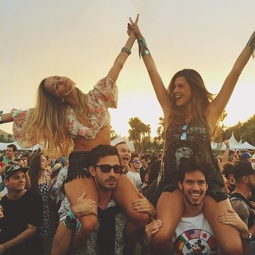 Coachella // UGC // Environment // Creating a communal experience between new + old friends