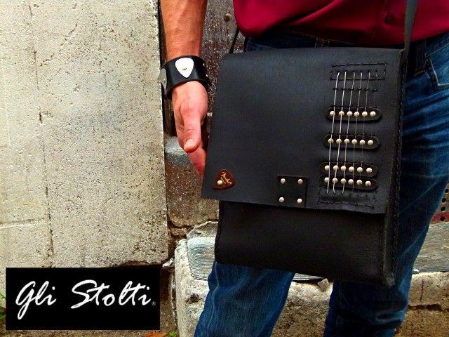 """""""6 Corde"""": borsa artigianale in cuoio lavorata e cucita a mano, decorata con vere corde di chitarra elettrica e plettro. Vai al link per tutte le info: http://glistolti.shopmania.biz/compra/borsa-in-cuoio-6-corde-102 Gli Stolti Original Design. Handmade in Italy. #glistolti #moda #artigianato #madeinitaly #design #stile #roma #rome #shopping #fashion #handmade #style #borse #cuoio #leather #bags #musica #music"""