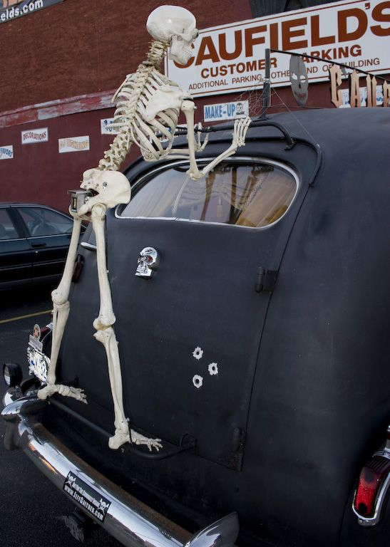 No proper Halloween celebration is without cobwebs Spread them into - how to decorate your car for halloween