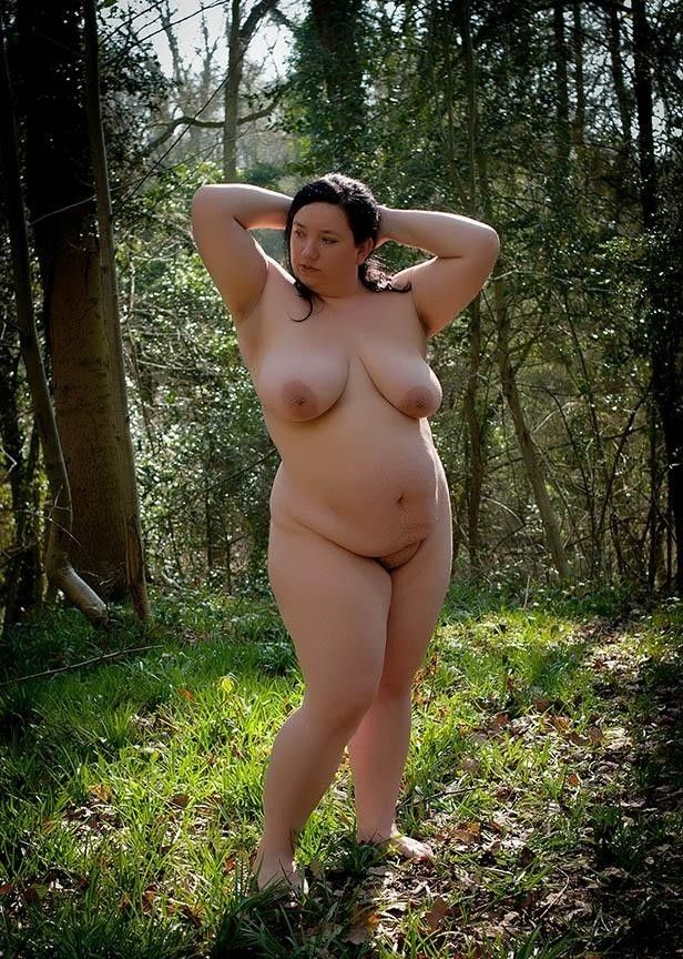 GREAT chubby nude girl in the woods