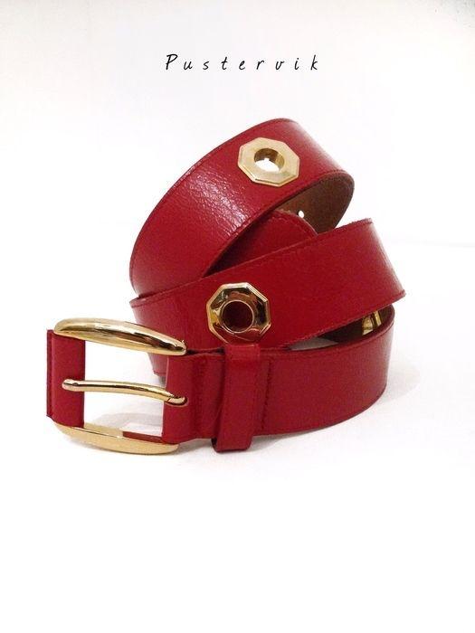 Mein Vintage Eyecatcher Gürtel Leder Kunstleder Rot Gold Nieten von true vintage! Größe Uni für 15,00 €. Sieh´s dir an: http://www.kleiderkreisel.de/accessoires/gurtel/132158628-vintage-eyecatcher-gurtel-leder-kunstleder-rot-gold-nieten.