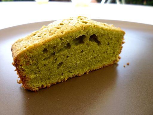 - 15 g de thé vert - 140 g de sucre - 4 petits oeufs - 300g de farine - 200g de beurre mou - 1 sachet de levure chimique - sucre glace