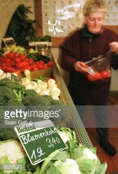 386200 05: A customer shops for vegetables at an organic food... #arnbruck: 386200 05: A customer shops for vegetables at an… #arnbruck