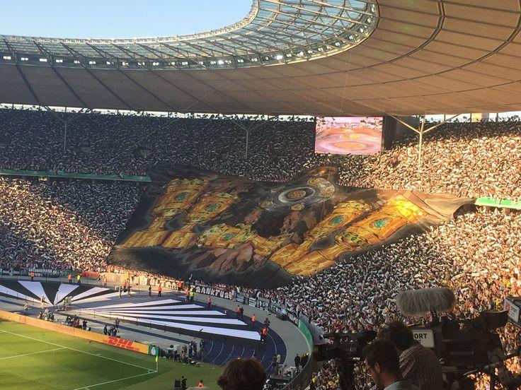 """Geile #EintrachtFrankfurt-Choreo #sgebvb @TOnline_TopNews"""