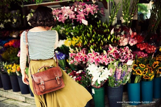 leather camera bag: Midi Skirts, Schools Bags, Outfit, Flowers Marketing, Yellow Skirts, Camera Bags, Satchel Bags, Flowers Shops, Leather Bags