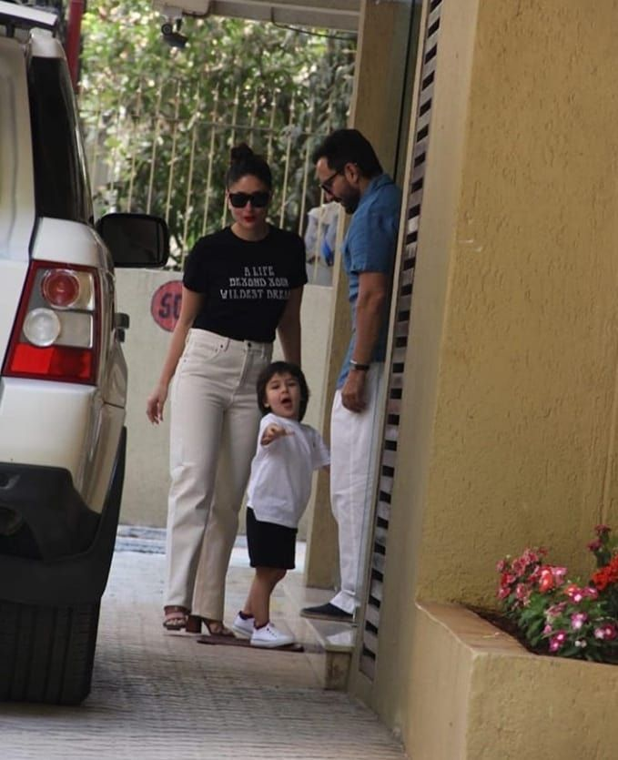 Kareena Kapoor Khan Turns On Her Swag Mode On As She Enjoys Outing With Taimur And Husband Saif Ali Khan Hungryboo Kareena Kapoor Khan Kareena Kapoor Kareena Kapoor Pregnant