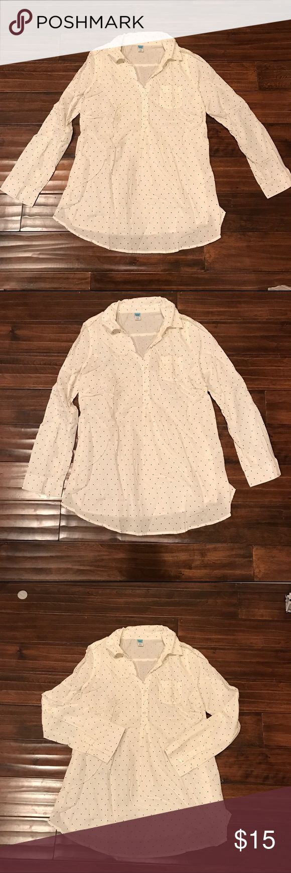 Old Navy Maternity Size M Button up Shirt Old Navy Maternity Size M Button up Shirt Old Navy Tops Button Down Shirts