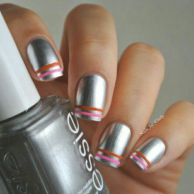 Silver striped nail art.