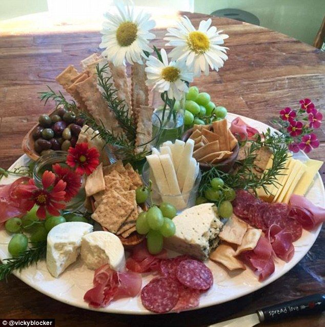 Garnished with flowers, this delicate plate by @vickyblocker combines meat and cheese for a summery board