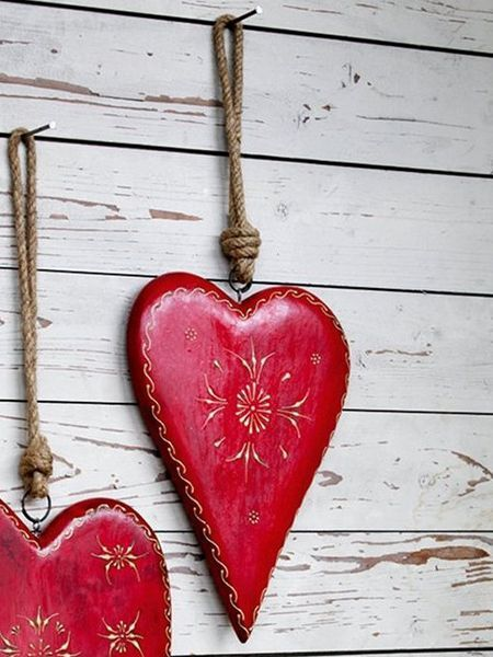 Dishfunctional Designs: Handpainted wooden hearts from Nordic House.