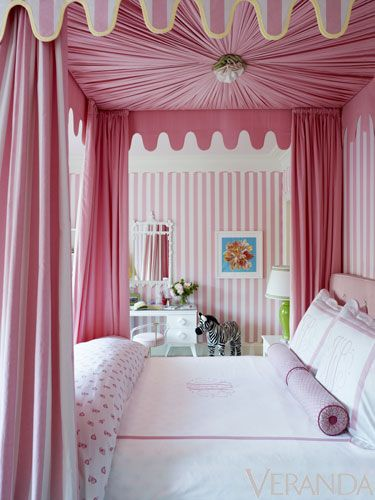 Pink canopy bed, Ruthie Sommers <3