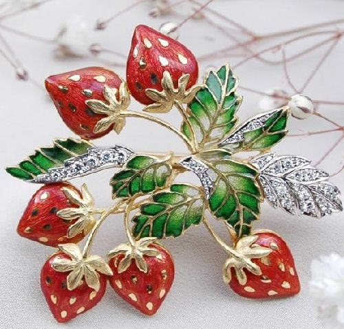 Beautiful brooch Strawberry from the collection 'In the Garden' by Japanese master Kunio Nakajima