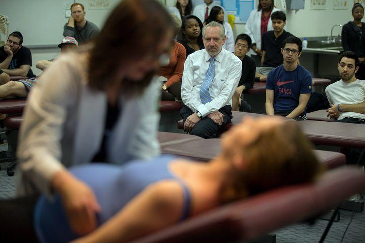 Interesante reportaje de 'The New York Times' sobre el auge de los estudios de #osteopatia en EE.UU. Si os interesa, sabed que en #ArvilaMagna podéis formaros como osteópatas y convertiros en D.O.: http://bit.ly/formacion_osteopatia  #estudiarosteopatia #formacion #osteopathy