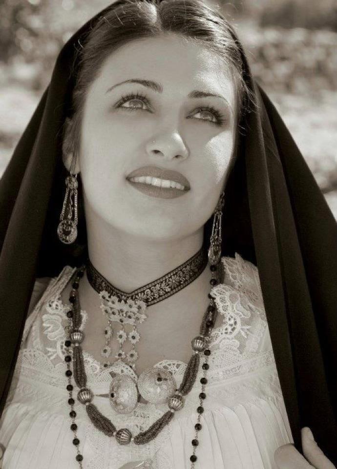 Costume sardo femminile #sardegna