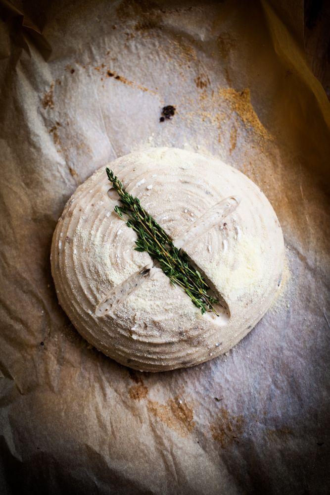 chleb z pieczonym czosnkiem i serem. / gotuje, bo lubi - i think garlic bread