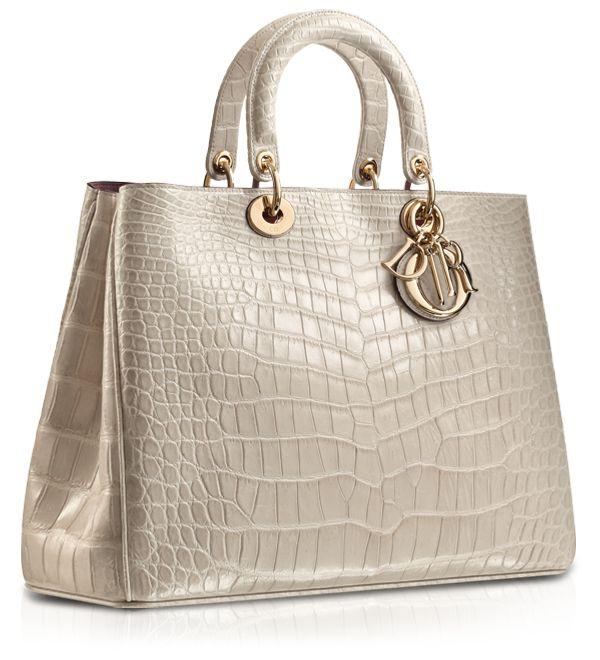 D comme le magnifique Diorissimo croco à vite shopper en ligne www.leasyluxe.com #exotic #nude #leasyluxe