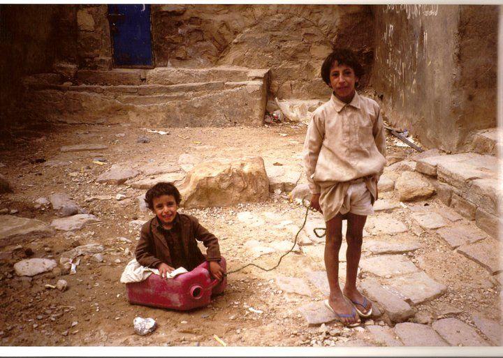 Yemen, bambini che giocano, 1990