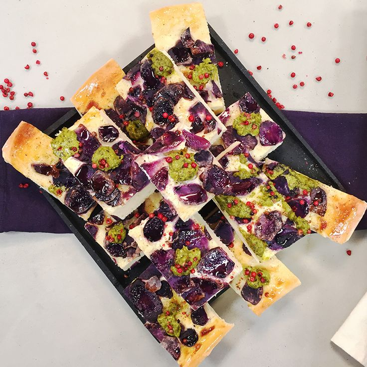 Rezept: Herzhafter Blechkuchen mit blauen Kartoffeln und Pesto - Sweet & Easy - Enie backt - sixx