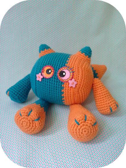 Foxy, l'amigurumi. Modèle gratuit à retrouver sur le blog.