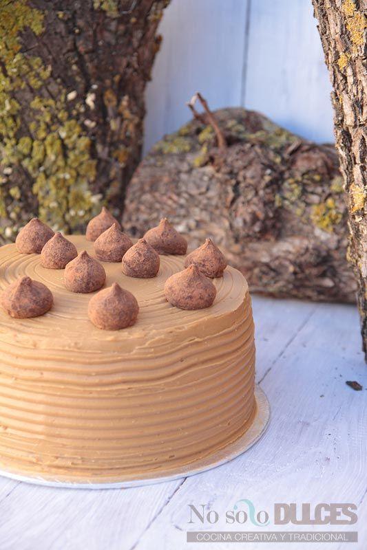Una receta de tarta de café muy jugosa con toques muy suaves de café con leche para cumpleaños que gusta a todo el mundo.