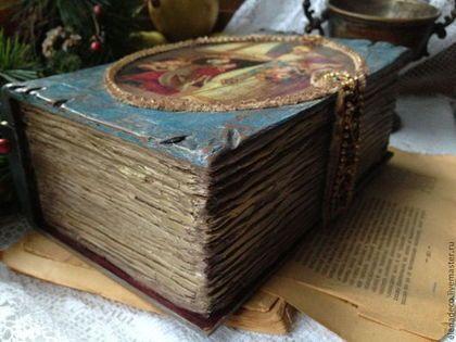 Купить или заказать Книга-шкатулка ' Это ОН!!!!!' в интернет-магазине на Ярмарке Мастеров. Несколько лет назад, с большим удивлением, и в то же время, каким-то необъяснимым трепетом, я узнала, что Дед Мороз, Санта-Клаус, Ноэль-Баба - это не придуманные персонажи, не вымысел писателей и не плод народного фольклора, а вполне реальная Историческая Личность- Святой Николай, Николай-Чудотворец или Николай-Угодник, как его принято называть у нас в Православии.......