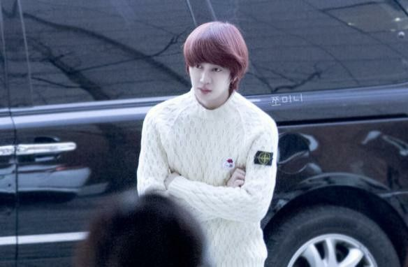 31223 Heechul at JTBC Building for 'War of Words' Recording [3P]  Credit: 쪼미니 ‏@LaVieHeeRose